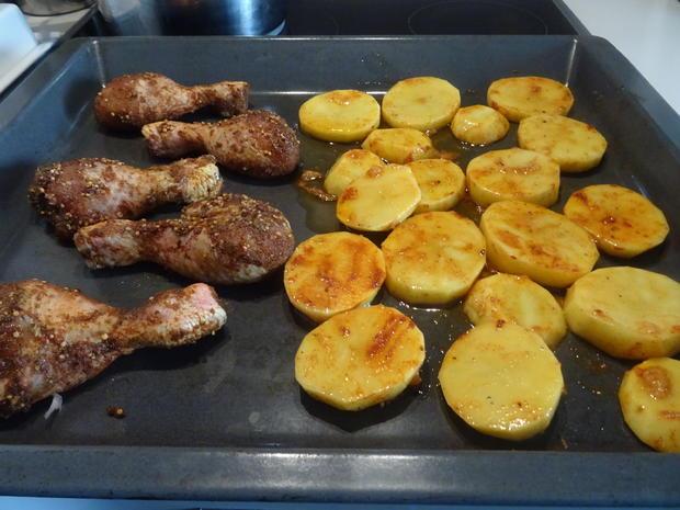 """Drum Sticks mit knusprigen Kartoffelscheiben, Tomatensalsa und """"Mayo"""" - Rezept - Bild Nr. 3"""
