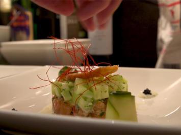Saiblingstatar mit Chili-Gurken-Salat und Meerrettichsauce - Rezept - Bild Nr. 2