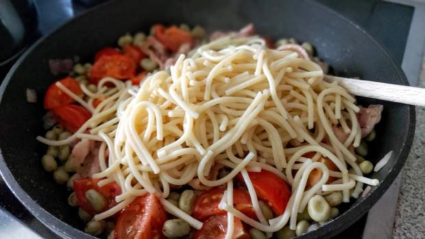 Spaghetti mit dicke Bohnen & Speck - Rezept - Bild Nr. 9