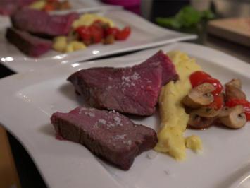 Bistecca alla Fiorentina mit Kartoffelpüree, Tomatengemüse und Kräuteröl - Rezept - Bild Nr. 10305