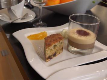Cappucino Mousse mit Ricotta-Pistazienkuchen und Orangenragout - Rezept - Bild Nr. 2