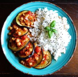 Rezept: Gebratene Auberginen mit Kichererbsen in Tomatensauce