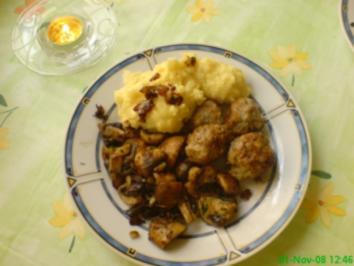 Hackbällchen mit Kartoffelpüree und Pilzgemüse - Rezept