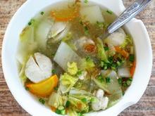 Hühnersuppe mit Hühnerfleischbällchen und Gemüse - Rezept - Bild Nr. 2