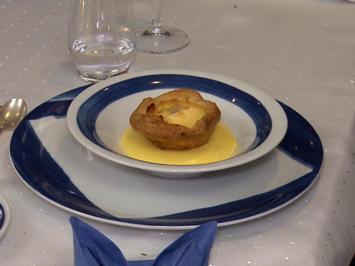 Rezept: Blätterteig-Apfeltarte mit Karamell-Royal und Calvados-Sabayone