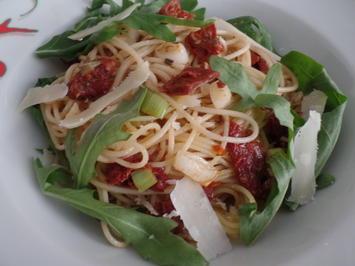 Spaghetti mit getrockneten Tomaten und Rucola - Rezept - Bild Nr. 10367