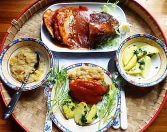 Schweinsbraten mit Ananaskraut und Petersilienkartoffel - Rezept - Bild Nr. 2