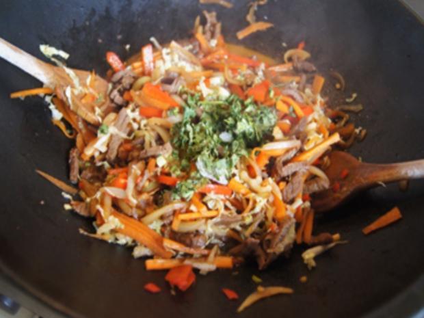 Asiatische Nudeln mit Rindfleisch - Rezept - Bild Nr. 10415