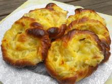 Mit Rhabarber gefüllte Puddingbrezeln - Rezept - Bild Nr. 2