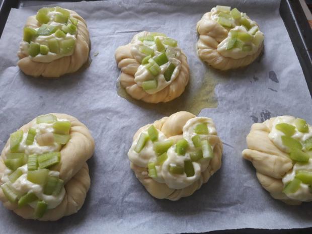 Mit Rhabarber gefüllte Puddingbrezeln - Rezept - Bild Nr. 26