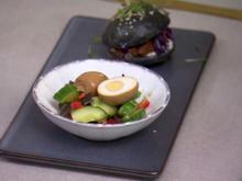 Chinesischer Salat mit Tee-Eiern und Schwarzem Mini-Jackfruit-Burger - Rezept - Bild Nr. 3