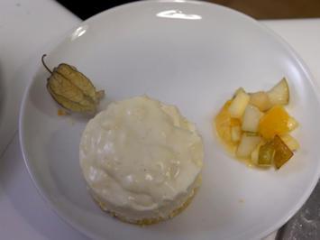 Joghurt-Limetten-Panna-Cotta auf Cantucciniboden mit Ingwer-Obstsalat - Rezept - Bild Nr. 2