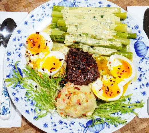 Grüner Spargel mit Eier in Schnittselleriesauße - Rezept - Bild Nr. 2