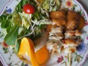Hähnchenspieße mit Erdnusssauce und gemischter Salat mit Orangendressing - Rezept - Bild Nr. 2