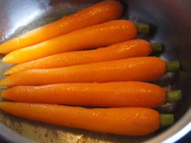Schlemmerfilet mit Honig-Bundmöhren, Senfsauce und Kartoffeln - Rezept - Bild Nr. 8
