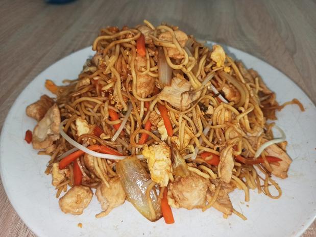 Gebratene Nudeln mit Hühnerfleisch - Rezept - Bild Nr. 2