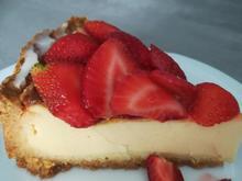 Käsekuchen mit süßen Erdbeeren - Rezept - Bild Nr. 2