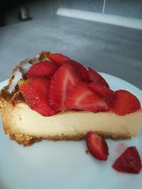 Rezept: Käsekuchen mit süßen Erdbeeren