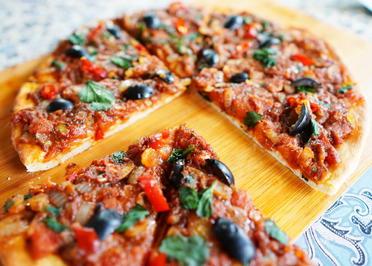 Pikanter Kuchen mit  Sardellen – Sardenaira - Rezept - Bild Nr. 2