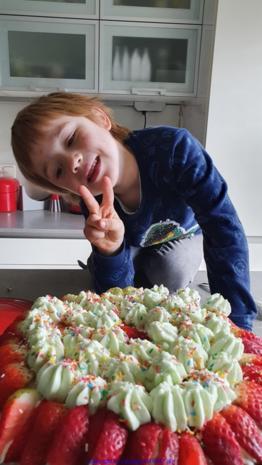 Waldmeistertorte mit Erdbeeren und mit meinem Enkel gebacken ;) - Rezept - Bild Nr. 6