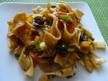 Tagliatelle-Salat mit italienischem Touch - Rezept - Bild Nr. 7