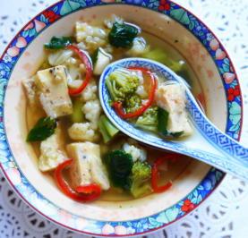 Gemüsesuppe mit Kräuteromelett - Rezept - Bild Nr. 2