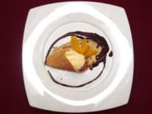 Warmes Orangeneis an Praline-Soße mit Crepes-Läppchen - Rezept