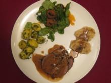 Wildschweinbraten mit Petersilienkartoffeln und Mini-Knödeln - Rezept