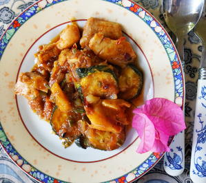 Rezept: Ligurisches Hühnerragout mit Zucchini – Spezzatino con zucchine
