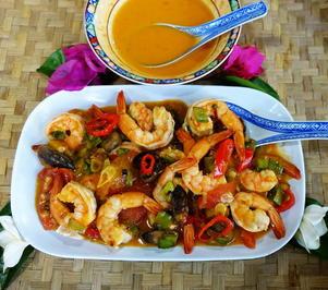 Gelbes Thaicurry mit Garnelen, Weintrauben und Gemüse - Rezept - Bild Nr. 2