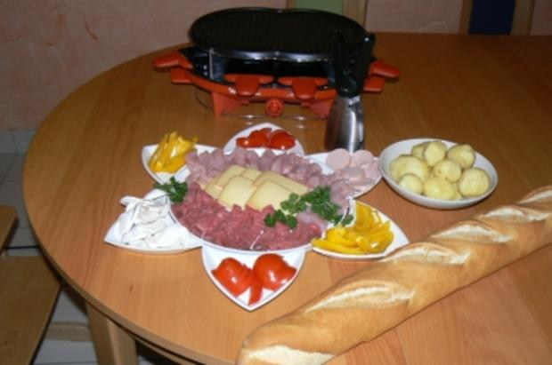 raclette mit racletteger t und gelbe paprika rezept mit bild. Black Bedroom Furniture Sets. Home Design Ideas