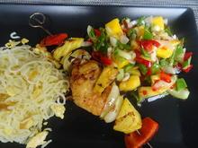 Garnelen-Spieße mit fruchtig-asiatischem Salat und gebratenen Eier-Nudeln - Rezept - Bild Nr. 2