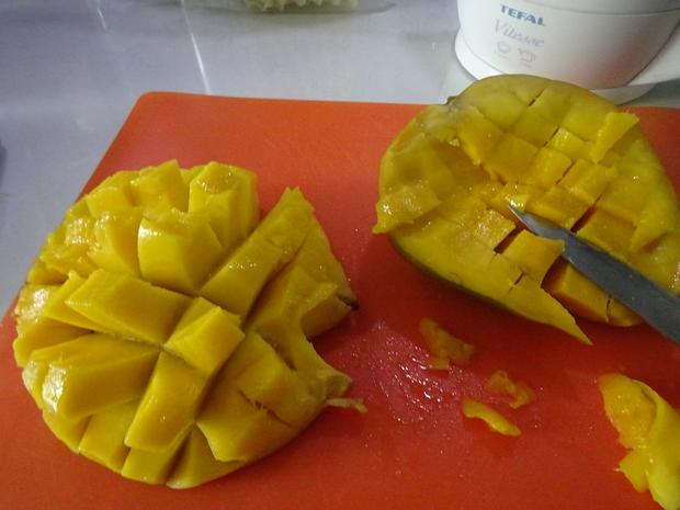 Garnelen-Spieße mit fruchtig-asiatischem Salat und gebratenen Eier-Nudeln - Rezept - Bild Nr. 10712