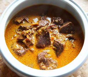 Geschmorter Wasserbüffel in würziger Kokossauce – Rendang Kerbau - Rezept - Bild Nr. 2