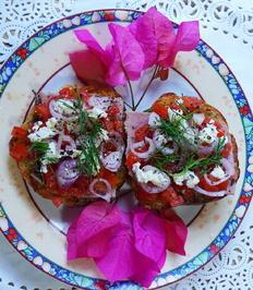 Geröstete Ciabattino mit Tomaten, Zwiebeln und Feta - Rezept - Bild Nr. 2