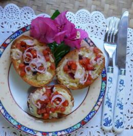 Italienische Crostini mit Käse, Tomaten und Zwiebeln - Rezept - Bild Nr. 2