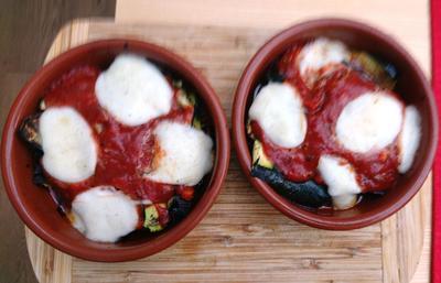 Gratinierte Zucchini überbacken mit feuriger Tomaten-Käse Sosse. BBQ - Rezept - Bild Nr. 2