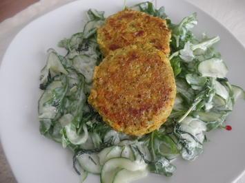 Gemüse-Frikadellen auf Gurken-Rucola-Salat - Rezept - Bild Nr. 10813