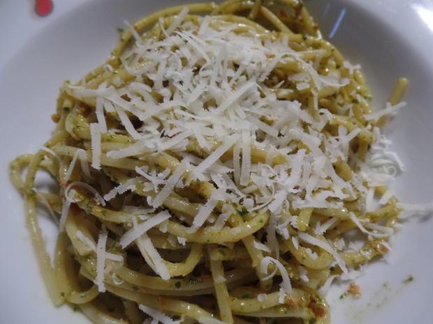 Spaghetti mit selbstgemachtem Rucola-Paprika-Pesto - Rezept - Bild Nr. 10849