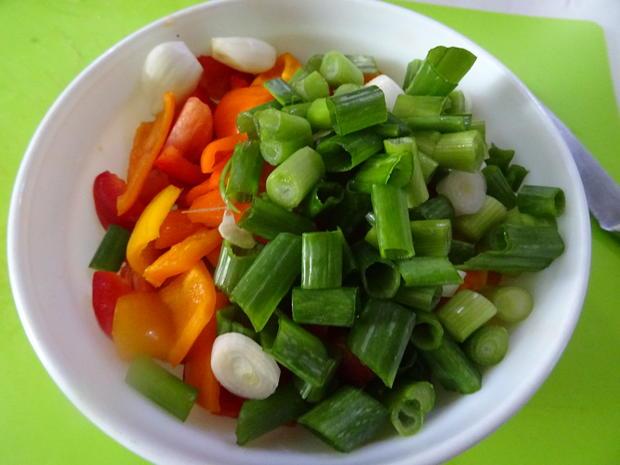 Hühnerschenkel, Kartoffel-Bohnen-Pfanne und Paprika-Gemüse - Rezept - Bild Nr. 4