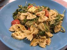 Farfalle-Nudelsalat mit Pesto und Rukola - Rezept - Bild Nr. 2
