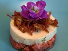 Spargelmousse auf Lachstatar mit Kartoffelstroh - Rezept - Bild Nr. 2