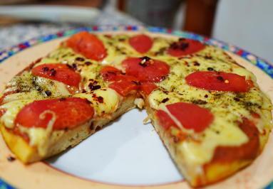 Pizza Margherita mit Mozzarella und Tomaten - Rezept - Bild Nr. 2