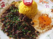 Asia-Hackfleisch mit Spiegelei und gelber Basmatireis - Rezept - Bild Nr. 2