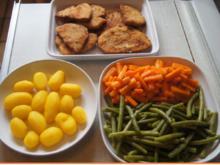 Wiener Schnitzel vom Schwein mit Butter-Buschbohnen, Honig-Möhren-Sticks und Drilrillingen - Rezept - Bild Nr. 2