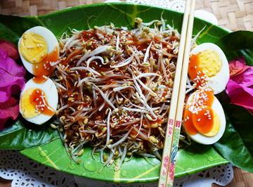 Gedämpfte Mungokeimlinge mit Ei und Austernsauce - Rezept - Bild Nr. 2