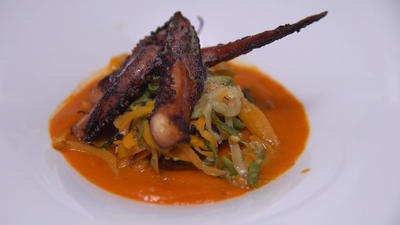 Oktopus mit Gemüsenudeln und Backpflaumen - Rezept - Bild Nr. 2
