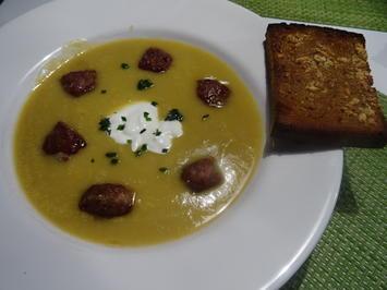 Sellerie-Suppe mit Hackbällchen und Knoblauchbrot - Rezept - Bild Nr. 2
