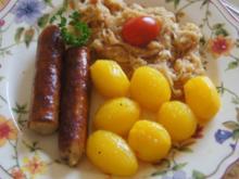 Bratwurst mit herzhaften Sauerkraut und Drillingen - Rezept - Bild Nr. 2