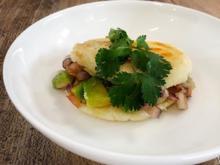 Arepa mit Wolfsbarsch, Avocado, Tomaten (Jorge Gonzales) - Rezept - Bild Nr. 2